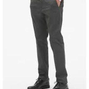 Gap Modern Khakis in Slim Fit with Flex 31 x 30